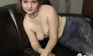 Beamy Amateur With Saggy Tits Fingers Herself