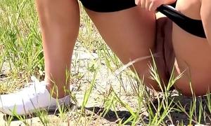 video-blonde-squatting-to-pee 720P